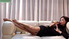 Sexy Teen With Long Legs Tease Nylon Feet