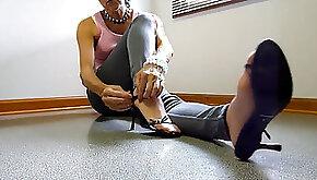 Mature foot taunt in denim