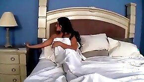 During the sleep hot brunette slut gets her pussy pleased by her friend