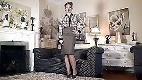 Elegant Lady Shows Cunt On Sofa