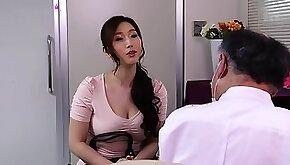 Massage therapist oils up the Asian milf fucks her