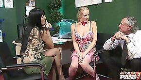 Slutty models Sarah Twain and Jane Darling fucked by one dude