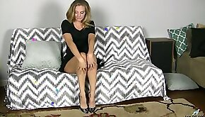 Luscious housewife Mona Wales is testing her new vibrator